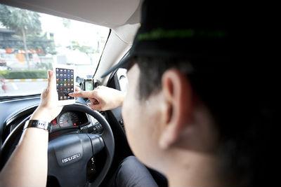 Telepon atau kirim pesan langsung ke Driver melalui smartphone Anda